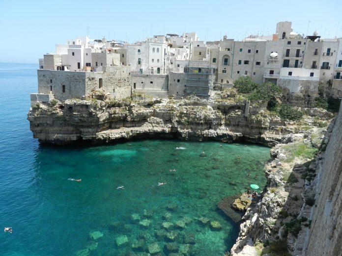 les pouilles au sud de l'Italie sur l'Adriatique